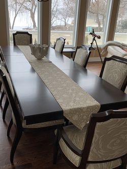 DINING ROOM TABLE AND 8 CHAIRS for Sale in Waterford Township,  MI