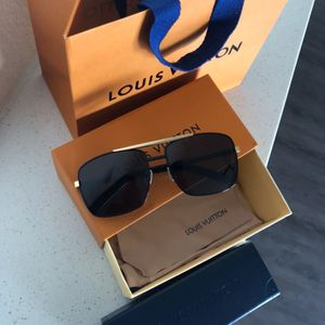 Louis Vuitton Attitude sunglasses Black for Sale in Houston, TX