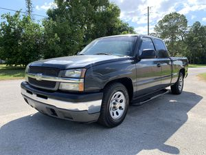 2005 Chevy Silverado extended cab 8cyl 1 owner for Sale in St.Petersburg, FL