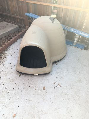 Dog Igloo House LARGE for Sale in Sacramento, CA