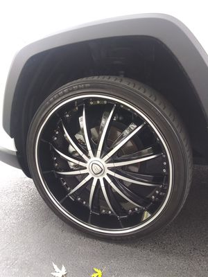 22 inch Universal in good conditions one minor scratch. for Sale in NEW SALEM BRO, PA