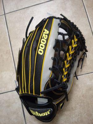 A2000 baseball Glove 12.25 Wilson for Sale in Chula Vista, CA