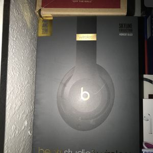 Beats studio 3 wireless for Sale in Tulare, CA