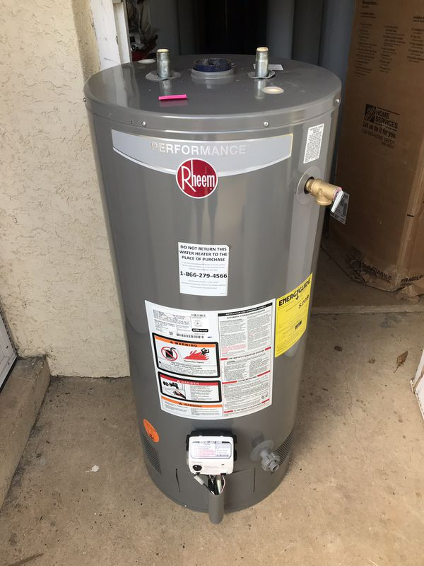 Rheem 40 gallon gas short in excellent condition. Still under 3 manufacturers warranty. Can be combined with install or delivery for a fee.