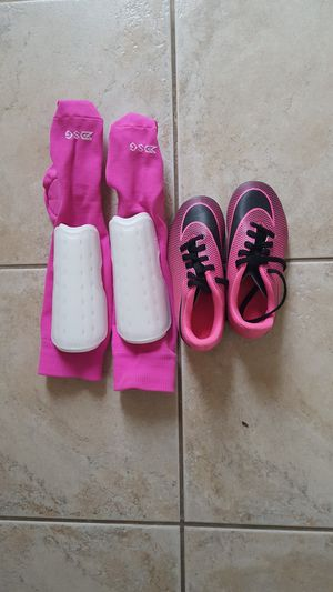 GIRLS SOCCER CLEATS ,SOCKS, AND SHIN PADS SIZE 9.5 for Sale in Escondido, CA