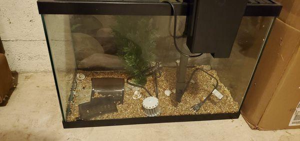 Fish aquarium with filter