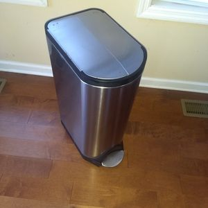 30l Simple Human Large Kitchen Trash Can for Sale in Raleigh, NC