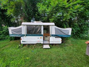 2000 Coleman Cheyenne pop up camper for Sale in Franklin, NJ