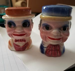 Vintage salt and pepper shakers. Made in japan..! for Sale in Kolin, LA