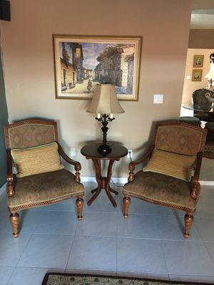 Chairs w end table for Sale in Hialeah, FL