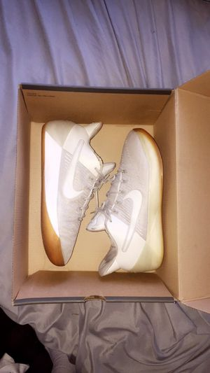 Nike kobe shoes size 7 for Sale in North Smithfield, RI
