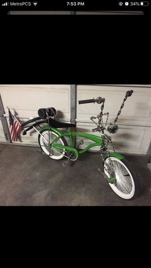 Beautiful Lowrider bike in good condition original parts everything works 20 inch rim tires for Sale in Chula Vista, CA
