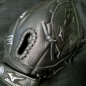 Mizuno Magic claw 12 Inch Softball Glove for Sale in Fullerton, CA