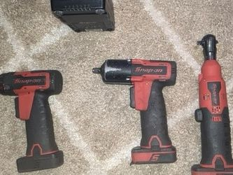 SNAP ON BATTERY POWER TOOL BUNDLE for Sale in Kent,  WA