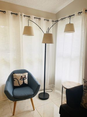 Arc floor lamp 3 lights for Sale in Pompano Beach, FL