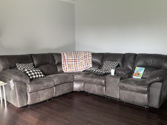 Very comfy! Tambo Canyon Reclining Sectional /couch /Living room set for Sale in Austin,  TX