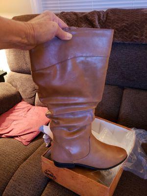 New in orginal box ladies size 10 meduim boots, Saffron brand, never woren for Sale in Murfreesboro, TN