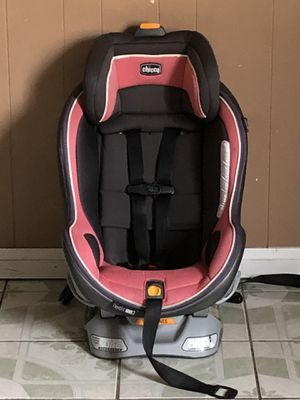 CHICCO NEXT FIT ZIP CONVERTIBLE CAR SEAT for Sale in Riverside, CA