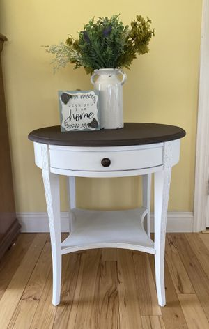 Accent table for Sale in Annville, PA