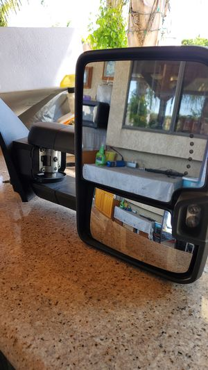 Chevy Silverado towing mirrors 2014 to 2018 passager mirror good for parts for Sale in Moreno Valley, CA