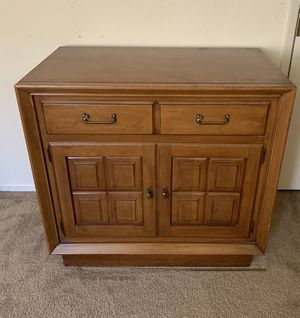 Small antique dresser cabinet - United furniture corporation for Sale in Rosemead, CA