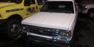 Chevy s10 1984 bomba de gas y batería nuevos pick Up vara for Sale in Las Vegas, NV