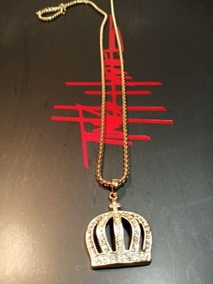 18k gold plated crown and chain for Sale in Houston, TX