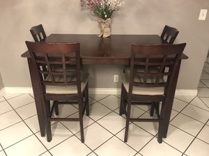 Tall solid wood dining set for Sale in Las Vegas, NV