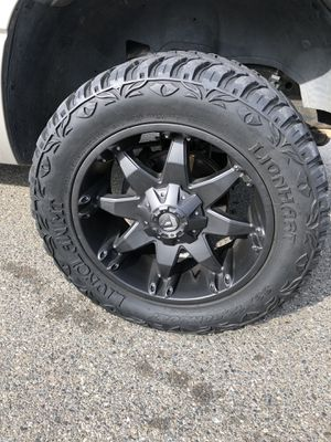 """20"""" Fuel Wheels 33x12.50R20 Mud Tires for Sale in Buena Park, CA"""