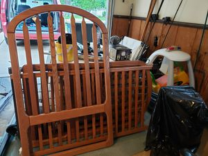 Solid wood baby crib. for Sale in Arlington Heights, IL