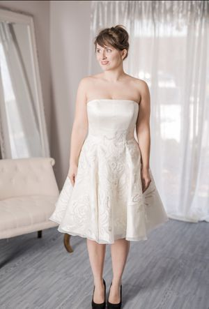Priscilla of Boston Vineyard Collection Elsa wedding gown Size 2 for Sale in Las Vegas, NV