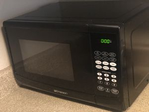 Black Emerson microwave 900 watts for Sale in Beaverton, OR