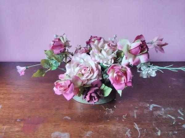 Artificial silk roses arrangement