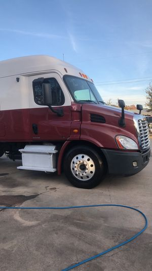 Freight liner cascadia 2012 DD13 automatic for Sale in Baytown, TX