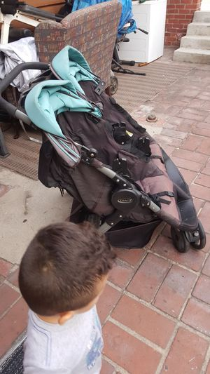 Double stroller graco for Sale in Los Angeles, CA