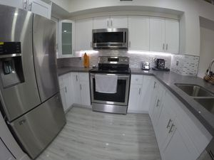 Kitchen cabinets and counter top for Sale in Pembroke Pines, FL