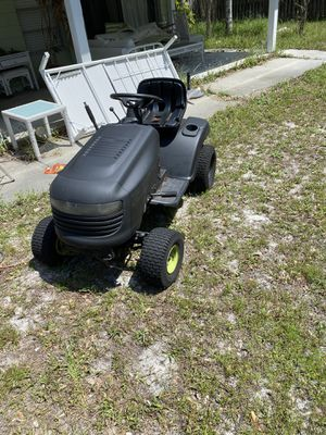 18.5 hp poulan lawn tractor, runs and drives for Sale in Tampa, FL