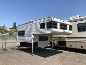 2001 9.5FT S&S truck camper Electric jacks! for Sale in Tacoma, WA