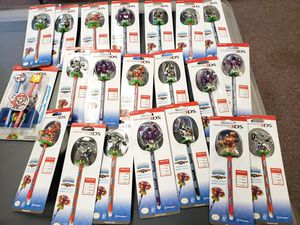 Lot 21 Nintendo 3DS figure stylus for Nintendo 3ds system for Sale in Federal Way, WA