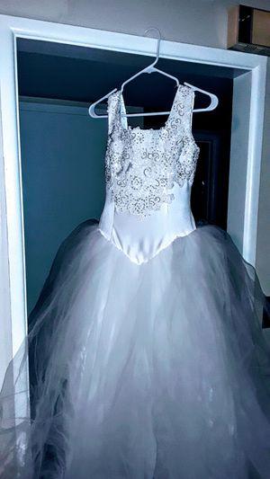 Beautiful wedding dress size 3 or4 for Sale in Menifee, CA