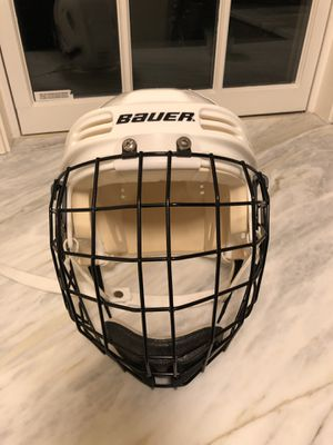 Bauer HH3000S hockey helmet with cage. for Sale in Concord, MA