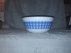 Rare 1960's Pyrex 400 Series White Milk Glass with a Blue Dot Design 2.5 Quart Mixing Bowl Made in the USA Ovenware for Sale in Gulfport, FL