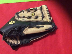 SOFTBALL GLOVE for Sale in Salem, OR