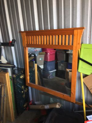 Handsome Dresser Mirror for Sale in Midlothian, VA