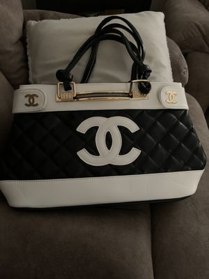Beautiful CHanel large bag new for Sale in Omaha, NE
