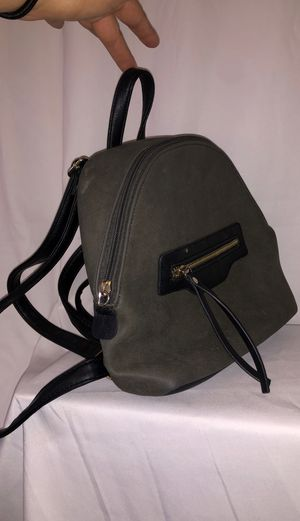 Pick up for $2! Tiny Women's Backpack Olive Green Black🎒 for Sale in Inglewood, CA