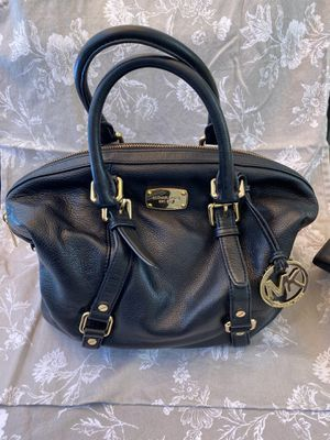 Authentic Michael Kors Purse and wallet for Sale in Fremont, CA