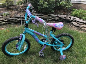"16"" girls like new bicycle with training wheels for Sale in Valley City, OH"