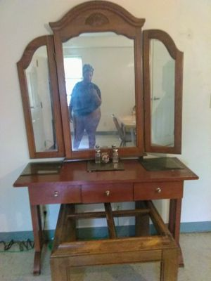 VANITY WITH MIRROR for Sale in Cleveland, OH