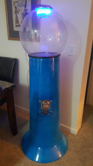 5' tall gumball fish tank or terrarium for Sale in Denver, CO